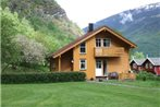 Flam Holiday House