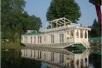 Houseboat Moonshine