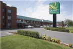 Quality Inn & Suites Aeroport P.E. Montreal-Trudeau Airport