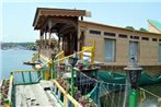 Sea Hawk Group Of Houseboat