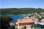 Three-Bedroom Apartment Rabac near Sea