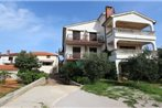Two-Bedroom Apartment Malinska near Sea