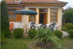 Two-Bedroom Holiday home Balatonmariafurdo near Lake 5