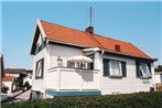 Two-Bedroom Holiday home in Lysekil 1