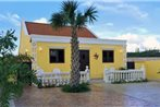 Yellow Cunucu Villa With Pool